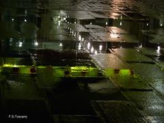 Charcos en la noche 04. Puddles in the night 04. (Esetoscano) Tags: españa abstract art reflections lights luces spain arte geometry galicia galiza puddles abstracto reflejos acoruña geometría wetreflections charcos reflejosenagua