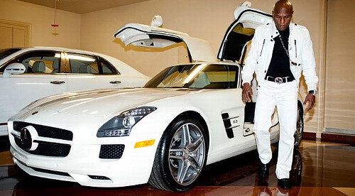 Floyd Mayweather shows off his car collection