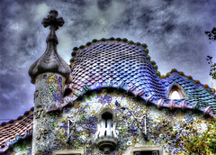 Casa Batll - Painted (jacobo_gonzalez_castrodeza) Tags: barcelona city colors contrast 50mm nikon cloudy bcn gaudi contraste catalunya soe jacobo hdr autofocus geometries d40 flickrestrellas ringexcellence blinkagain rememberthatmomentlevel1