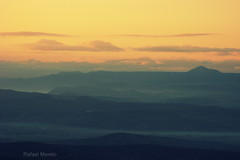 Amanece (Guervós) Tags: españa fog clouds sunrise landscape andalucía spain paisaje amanecer nubes niebla loma jaén úbeda sierramágina