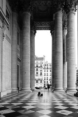 A traveller in Panthéon (桂格黃) Tags: bw paris france panthéon 法國 巴黎 萬神殿 fujifilmxe1
