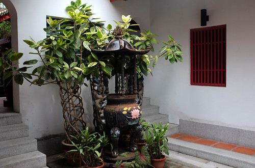 Side courtyard at Hong San See