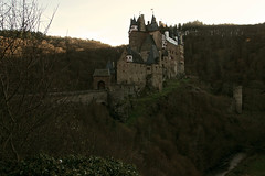 Burg Eltz (MimmoJ85) Tags: pictures castle fairytale germany reflex nikon europe hiking fairy knights middle castello tale germania burg koblenz eltz cavalieri favole coblenza