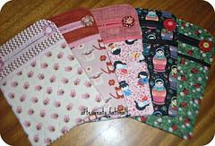 LIxeirinhas p/ carro (fatimalt) Tags: handmade botão fuxicos lixinho tecidodealgodão lixeirinhadecarro artesanatofatimalt