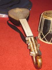 Mandolins, Bouzoukis, etc. [Necked Bowl Lutes] 85: Dotara (of Ruhaniyat musician) (KM's Live Music shots) Tags: india musicalinstrument dotara ruhaniyat chordophone hornbostelsachs standrew'sinthesquare