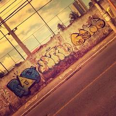Sol e Treta (marciomfr) Tags: street graffiti bahia salvador outline core itapua rao tbc throwup mfr throwie fotografiaurbana dimak 071crew graffitisalvador corexplosion ssa13 marciomfr tagsandthrows welovebombing trapboys ilovebombing arquivosgraffiti fotografiapordimak soletreta