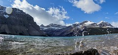 Bow Lake Panorama - Banff National Park, Alberta, CA [explored] (André-DD) Tags: cans2s canada kanada urlaub vacation alberta herbst fall autumn outdoor view aussicht himmel wolken clouds mountain landscape hill cloud sky mountainside banff national park banffnationalpark nationalpark bäume baum tree trees serene mountains berge berg natur nature bowlake reflektion reflection wasser water teich pond spritzer splash panorama