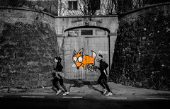 ...Foxy... (7H3M4R713N) Tags: runner tag graffiti blackandwhite selectivecolor fujifilm xt2 1024mm switzerland swiss neuchâtel street streetphotographie streetart fox light