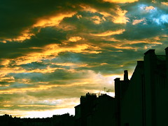 Fur (VinZo0) Tags: sky ciel couleurs colors colour city street ville silhouette marseille massilia sunset coucher de soleil clouds nuages yellow jaune exterieur building roof