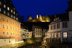 Rotes Haus + Haller (Frank Landsberg) Tags: deutschland eifel nrw haller monschau nachtaufnahme blauestunde rur roteshaus