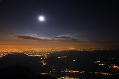 ( ake it uky ) Tags: sunset mountain nature nikon tramonto peak natura luna lc notte lecco stelle grignetta vetta brioschi grigna d80 morrolo 2410m birroschi rifbrioschi