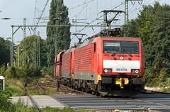 DBS duo Emmerich 189 031-8 189 046-0 ertstrein doorkomst (Rob Dammers) Tags: loc bahn trein spoor 189 lok gesloten emmerich locomotief spoorwegovergang goederentrein