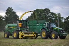 John Deere 7550 Forage Harvester filling a Thorpe Silage Trailer drawn by a John Deere 7930 Tractor (Shane Casey CK25) Tags: county ireland winter irish tractor green field grass by work john hp power farm cork farming working harvest machinery thorpe land feed farmer preserved trailer agriculture drawn silage pulling deere harvester filling forage fodder agri 7550 7930 castletownroche
