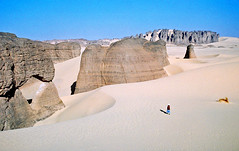 Tassili du Hoggar (denismartin) Tags: sahara trekking trek algeria desert pic geology algerie touareg argentique hoggar tamanrasset argentic tassiliduhoggar tinakacheker elghessour youfehaket tilenfezza tamanghasset taguella
