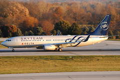 Skyteam / Delta Air Lines 737-832 N3755D at KCMH (Lunken Spotter) Tags: morning travel november columbus ohio fall plane sunrise airplane fly flying airport aviation airplanes flight dal delta airline planes oh boeing airports winglet airlines departure airliner 737 departing airtravel winglets cmh livery planespotting 737800 internationalairport boeing737800 boeing737 deltaairlines b738 portcolumbus skyteam speciallivery portcolumbusinternationalairport aviationphotography kcmh centralohio 737832 n3755d ohioaviation boeing737832 portcolumbusinternational 737832wl boeing737832wl