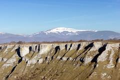 Gorbea desde Sierra Salbada (Mimadeo) Tags: park blue winter sky cliff mountain snow landscape spain natural snowy country canyon valley alava basque euskadi basquecountry precipice distant gorbea sierrasalbada sierrasalvada