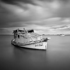 SPINOS7 (raul_lg) Tags: longexposure blackandwhite seascape blancoynegro canon landscape mediterraneo paisaje lee solitario maritima largaexposicion scuare cuadrada barcoboat raullopez bigstopper 5dmarkiii raullg marmenorvarado