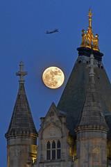 Ballando al chiaro di luna / Dancing in the moonlight (Tower Bridge, London, England) (AndreaPucci) Tags: uk london towerbridge londra regnounito dancinginthemoonlight canonef70300mmf456isusm canoneos60 andreapucci