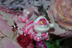 Ornament Cheshire Cat Christmas (MissLilieDolly) Tags: alice wonderland aux pays des merveilles disney cheshire cat white rabbit bunny lapin blanc chapelier fou mad hatter queen hearts la reine de coeur collection le livre mars missliliedolly miss lilie dolly ornament christmas nol suspension aurelmistinguette