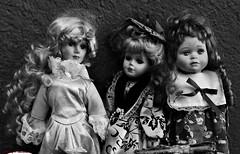Das oscuros. Dark days (Caty V. mazarias antoranz) Tags: madrid people blackandwhite espaa libertad spain personas mujeres miedo crisis calor misterioso darkdays blanconegro angustia depresin apagado mustio desagradable dastristes sinorden mundocruel singanas desgana tristn singracia sinilusin sintica dasinalicientes sinfururo sinmisterio sinhumor