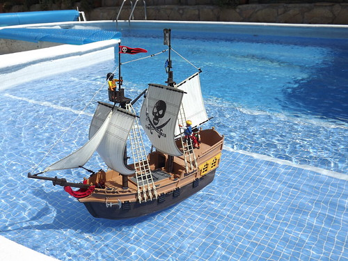 My Playmobil Pirate ship 5135 in the swimming pool