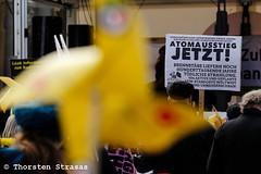 Hunderte erinnern in Berlin an den Reaktorunfall in Fukushima (tsreportage) Tags: 1986 akw atomkraft ausstieg berlin brandenburg brandenburgertor demonstration euratom fukushima gau gate gendarmenmarkt havarie japan kkw kazaguruma kudngebung madworlddance mitte rede robinwood sayonaranukesberlin schild solardrums transparent tschernobyl ukraine windrad anniversary banner demo desaster march nonukes nuclearpower nuclearpowerplant rally sechsterjahrestag sign speech