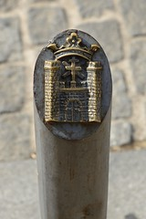 0535-20161014_Baeza-Spain-SW end of Calle Patrocinio Biedma-street post carrying castle symbol of town of Baeza (Nick Kaye) Tags: baeza andalucia spain europe streetscene sculpture