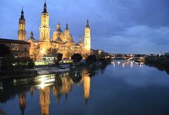 Reflejos de Zaragoza. Reflections in Zaragoza. (pauli.lazo) Tags: nikond5100 nikonistas nikon blue azul refractions reflejos night noche light luz river río
