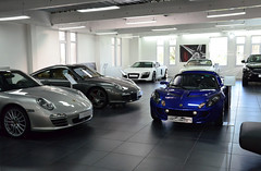 LoLo with her Porsche friends (Joseph Trojani) Tags: lotus elise lotuselise lotisexige exige car sportcar motorsport lotusmotorsport britishcar light lightisright nikon d7000 porsche 911 shop carshop garage dream blue audi r8 audir8