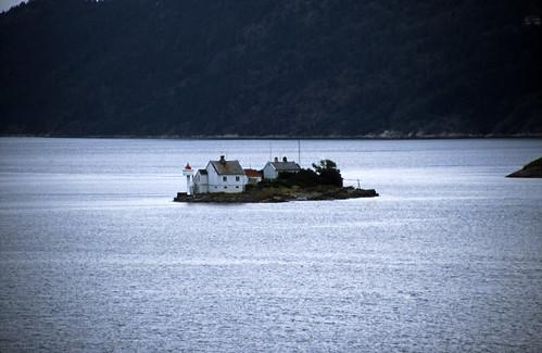 "Norwegen 1998 (011) Oslofjord: Fyrsteilene • <a style=""font-size:0.8em;"" href=""http://www.flickr.com/photos/69570948@N04/33640707075/"" target=""_blank"">View on Flickr</a>"