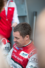 WEC Spa-Francorchamps 2013 - Tom Kristensen placing another autograph (_RETSEK) Tags: world 6 sport tom championship team nikon belgium hours hybrid audi six endurance spa f28 d800 etron quattro francorchamps spafrancorchamps wec r18 kristensen 2013 joest