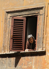 Italian Grandma (Toni Kaarttinen) Tags: italien grandma portrait italy woman rome roma window girl italia looking grandmother roman watching memories persone gal human amici rom italie romans lazio romo italio