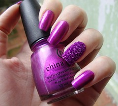 Caviar Nails + Seorita Bonita - China Glaze (Rzmercury) Tags: china art purple top nail polish bolinhas nails glaze bonita seorita roxo caviar mettalic esmalte