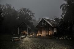Aconchego... (Miriam Cardoso de Souza) Tags: mist fog brasil rural photo casa picture aconchego fotografia lar neblina riograndedosul frio ruralidade allxpressus fornodebarro ecorural criúvacaxiasdosulrs sítiodatinasãojorgedamuladacaxiasdosulrs