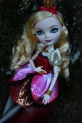 Apple White - Ever After High (Haylee Von Leimkhler) Tags: red white apple water yellow hair gold high dress princess disney queen curly blond after neige blanche ever princesse