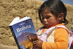 Leyendo (Lorenzo.Ferrari) Tags: portrait titicaca lago child bolivia nia leggendo lp planet lonely lonelyplanet ritratto guida guia bambina leyendo