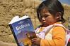 Leyendo (Lorenzo.Ferrari) Tags: portrait titicaca lago child bolivia niña leggendo lp planet lonely lonelyplanet ritratto guida guia bambina leyendo