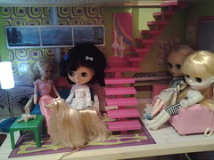 Sindy joins the Blythes.