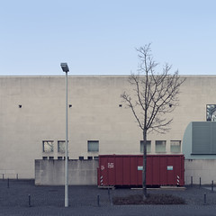 (maxelmann) Tags: architecture germany bonn kunst kultur architektur nrw nordrheinwestfalen beton tristesse bundeskunsthalle kunsthalle quadrat quadratisch axelschultes museumsmeile friedrichebertallee tristesseroyal maxelmann bonnquadratisch