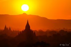 Bagan Sunset (viewed from Pyathadar Temple) (Rickloh) Tags: travel sunset silhouette landscape golden pagoda asia burma rick samsung wanderlust myanmar paya goldensunset pagan bagan nx mirrorless nx30 samsungnx samsungsg samsungnx30 rickloh nxsg rickinmyanmar2014