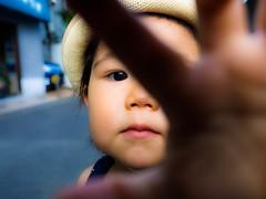 STOP!!!! (shiro-sk8) Tags: baby japan kids olympus f40 em1 1240mm