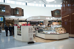 Aeroporto de Lisboa inaugura nova área comercial (ANA Aeroportos de Portugal) Tags: travel airport lisboa lisbon starbucks fnac viajar victoriasecrets airportshopping lisbonairport aeroportodelisboa anaaeroportos aeroportosdeportugal anaaeroportosdeportugal novaareaderetalho