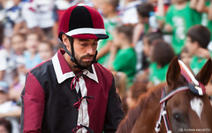 Calm before the storm - Il palio di Siena 2013 (Rideuz') Tags: italy horse public race cheval italia nikond70 crowd sienna course event jockey tuscany siena foule nikkor toscane italie sienne palio supporters piazzadelcampo contrade evenement paliodisiena fantini 2013 quartiers placecentrale paliodesienne