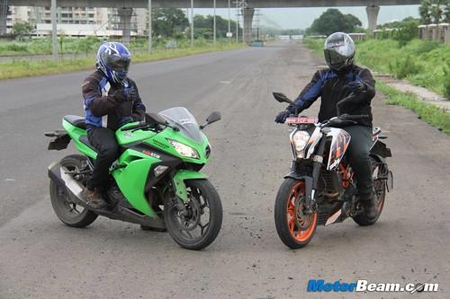 Ninja-300-vs-Duke-390-21