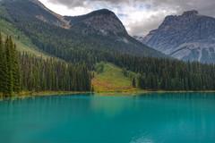 Emerald Lake (Daniel J. Mueller) Tags: trees lake mountains water grass clouds forest landscape see bush rocks wasser wolken gras landschaft wald bume emerald hdr busch felsen emeraldlake d800e