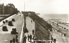 Cromer, West Parade. (Les Fisher) Tags: 1920s vintagecars cromer oldnorfolk oldcromer oldnorthnorfolk