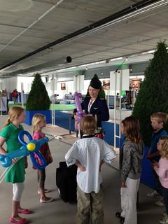 stewardess ballonvouwen eindhoven airport 2013