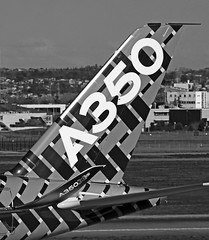 Damier / Checkerboard (ricardo 31) Tags: blackandwhite plane airport noiretblanc airplanes planes airbus toulouse blagnac spotting tls avions planespotting aroport spotters spotter aronautique a350 lfbo aircratfs fwwcf
