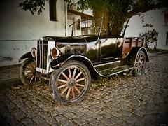 XP70_DSCF2216zaB1 (A. Neto) Tags: fujifilm xp70 fujifilmxp70 color automobile old decadence uruguay coloniadelsacramento