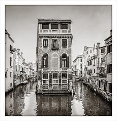 Mid-stream Palazzo, Venice (Gary Rowlands) Tags: agfa apx100 venice italy leica m4 superwideheliar 848 film imacon848 id1111